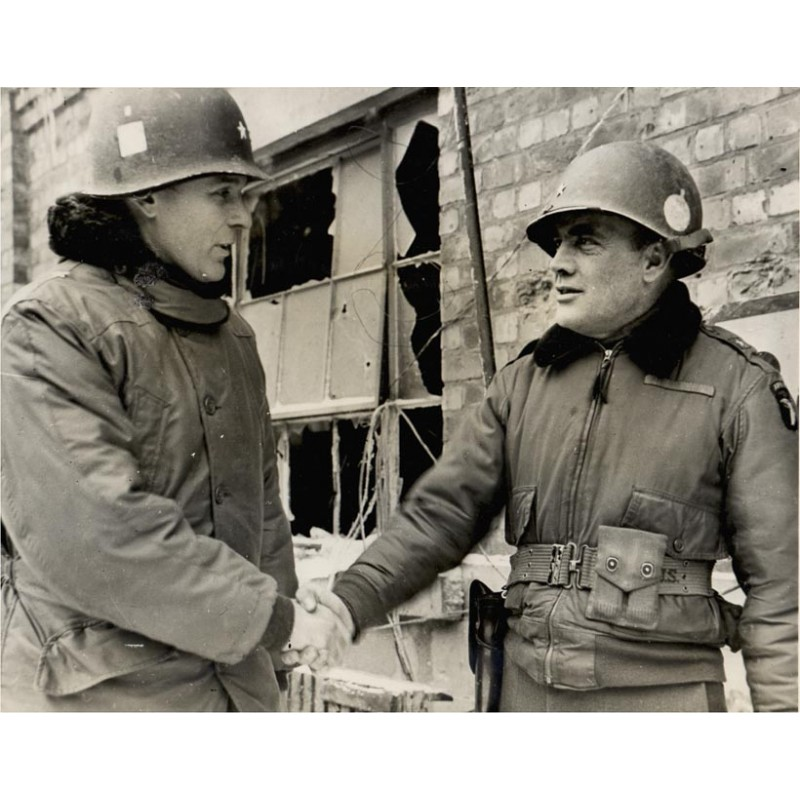 U.S. General Maxwell D. Taylor meets Brigadier General Anthonie C. MacAulie. Original photography (1945)