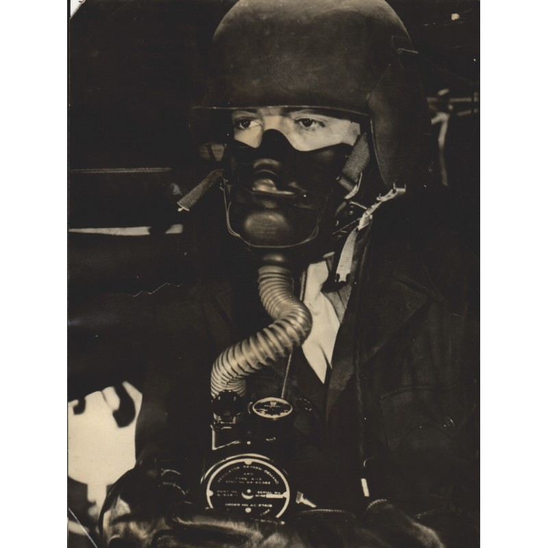U.S. Air Force: Portable oxygen Supply for B-29 bombers. Original Fotografie (1945)