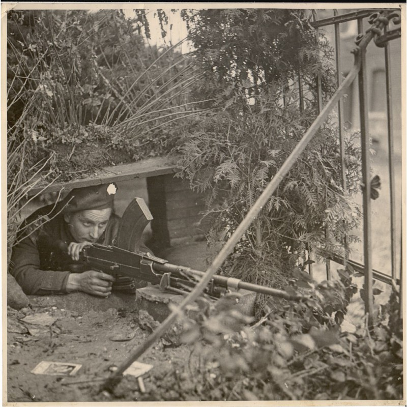 British Second Army and Bridgend South Wales Watkins: Garden Dug-Out.  Original Fotografie (1944)