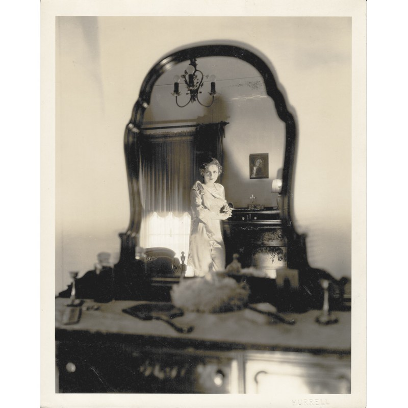 HURRELL, George: Die Schauspielerin Anita Page im Spiegelbild Original-Fotografie (ca. 1930).