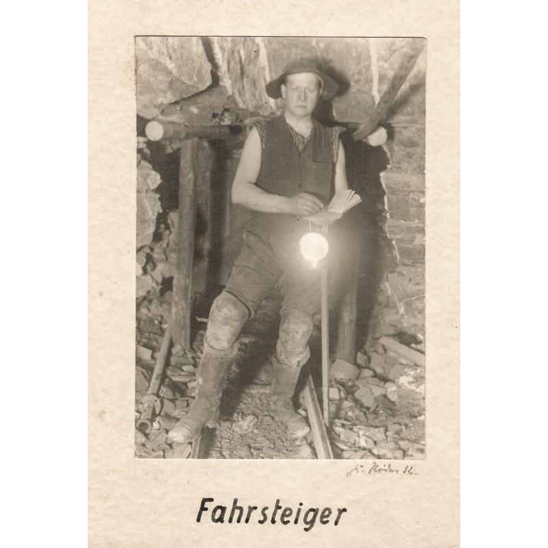 Fahrsteiger im Bergwerk: Fahrsteiger. Original-Fotografie (1932).