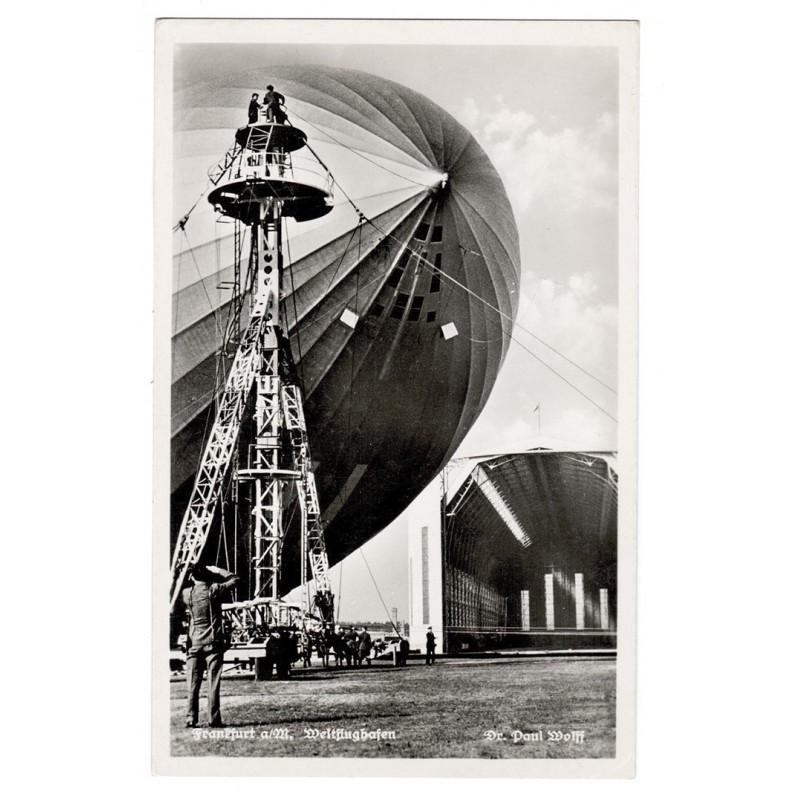 WOLFF, Dr. Paul: Frankfurt a.M. Zeppelin ausserhalb des Hangars. Original-Fotografie (ca. 1930).