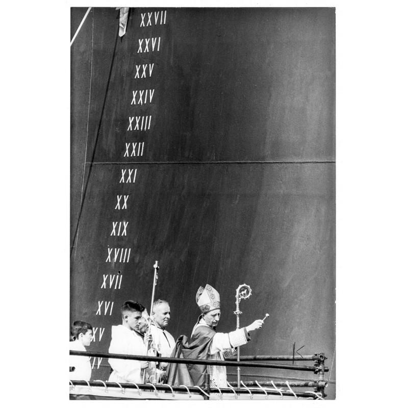 "Anonymer Fotograf: Stapellauf des Passagierdampfers ""France"". Original Fotografie (1960)."