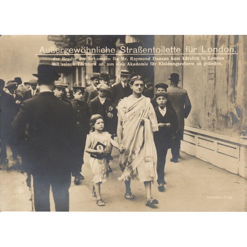 Reform-Kleidung in London: AUSSERGEWÖHNLICHE STRASSENTOILETTE. Original Fotografie (ca. 1912).
