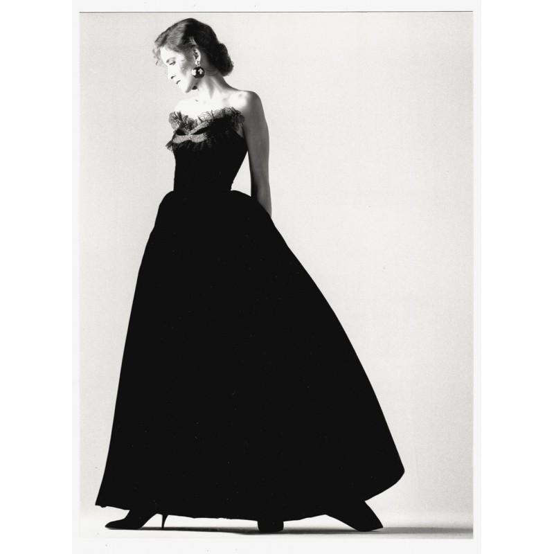 Fashion photography: GAFFNEY, Joe: Robe longue de velours. Original photography (1987).