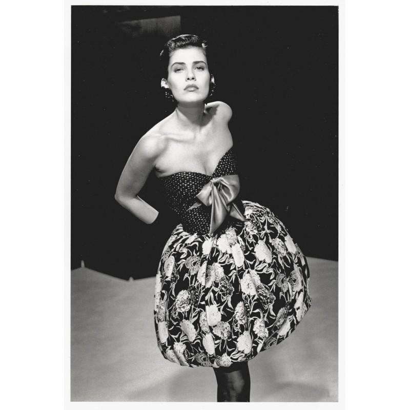 Fashion photography: MARTINEAU, Guy: Robe bustier en jacquard de soie noir et blanc. Original photography (1987).