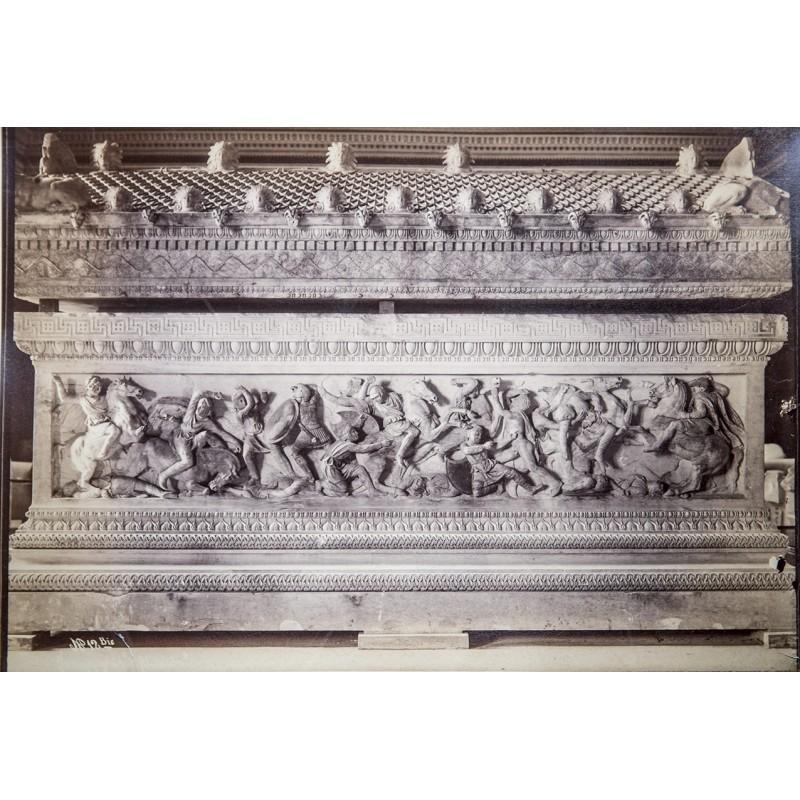 Istanbul: Sarkophag von Alexander des Grossen. Original-Fotografie. Albumin-Abzug (ca. 1880)