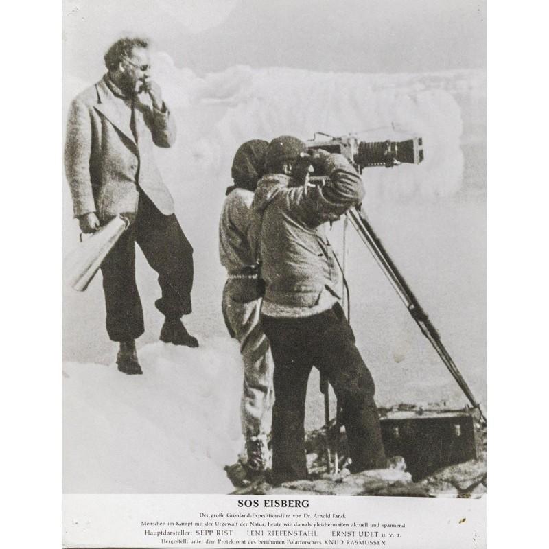 S.O.S. Eisberg Film - Vogel-Sandau (zugeschrieben): Dr. Arnold Fanck mit seinen Kameramännern beim Filmen.