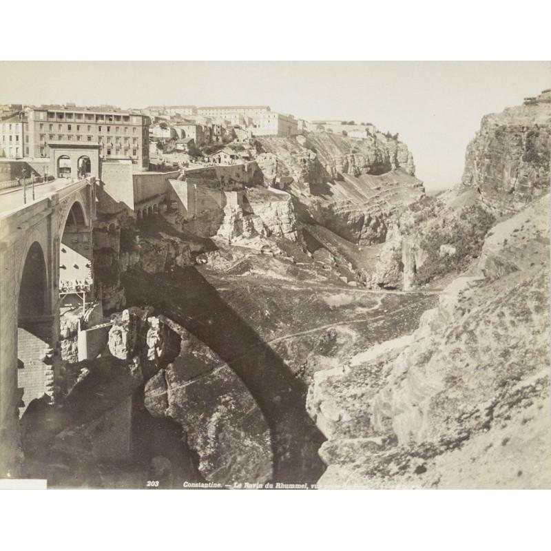Algerien - Blick über die Brücke von Constantine zur Stadt. Original-Fotografie (ca. 1885)