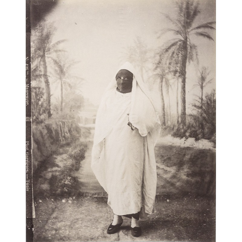 Tunesia - Moor woman. Original photography. Albumen print (approx. 1885).