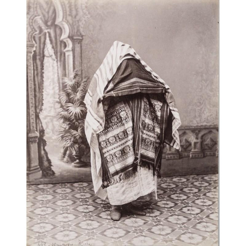 Algerien - Frau vom Stamm der Mauren, voll verschleiert. Original-Fotografie (ca. 1880)