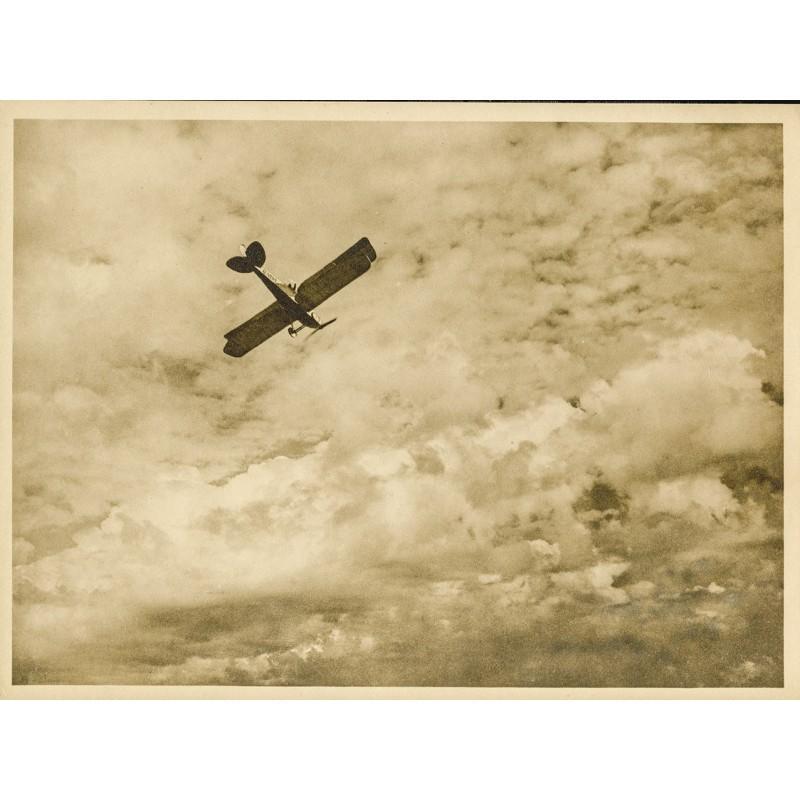 AVIATIK / FOTOKUNST: Anonym: Kanadischer Doppeldecker im Aufstieg (ca. 1920). Original-Fotografie.