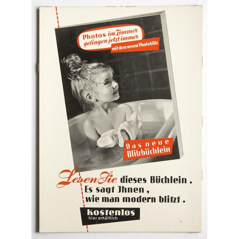 """Werbeaufsteller aus den 1960er Jahre für """"DAS NEUE BLITZBÜCHLEIN""""."""