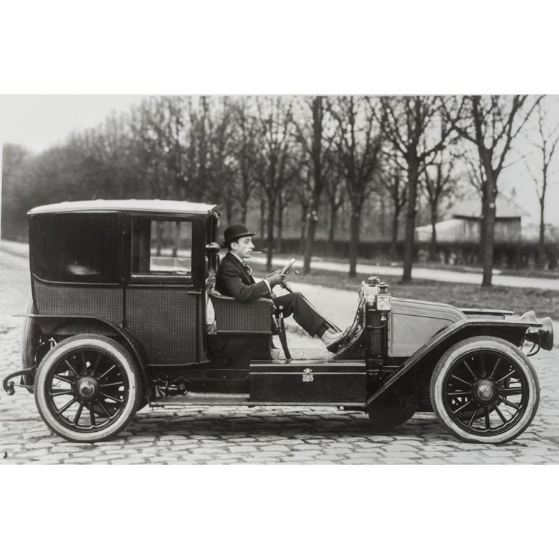 Taxi Fahrer mit Homburger, Anzug und Gamaschen. Original Fotografie (1913 - Abzug aus den 1970er Jahren)