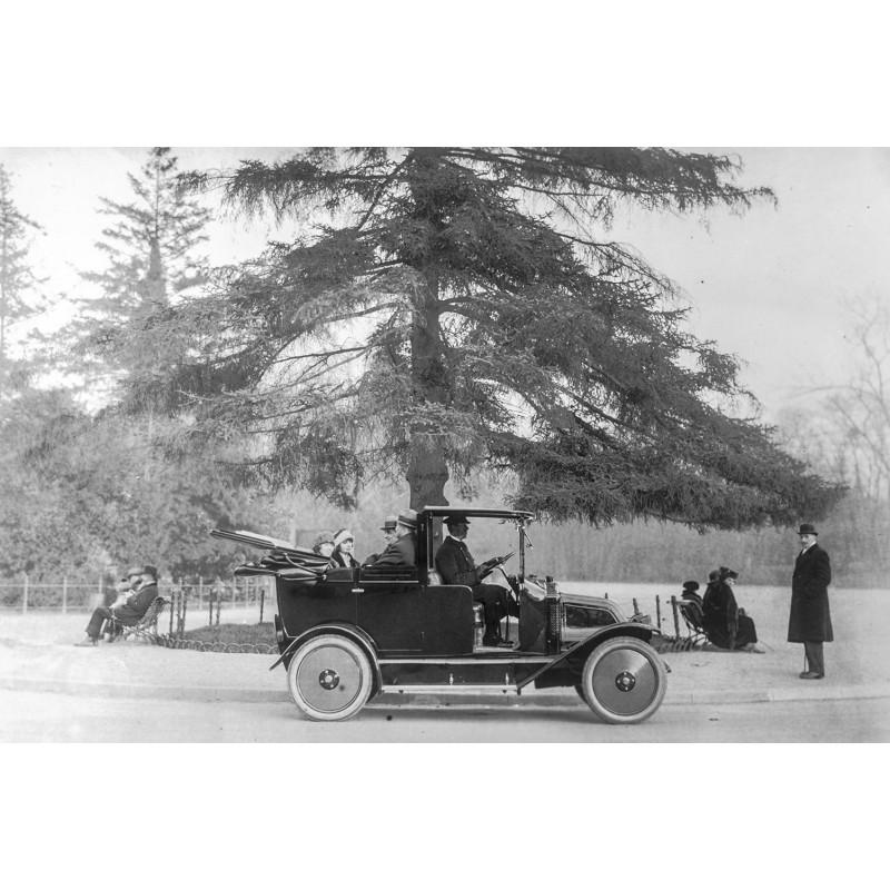 Taxi in einem Park in Frankreich 1921. Original Fotografie (Abzug aus den 1970er Jahren)