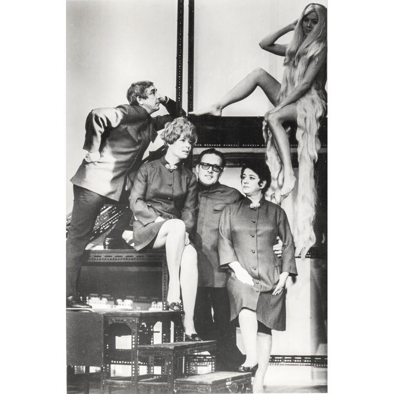 """Die Berliner """"Stachelschweine"""". Original Foto. Vintage print (1968)."""