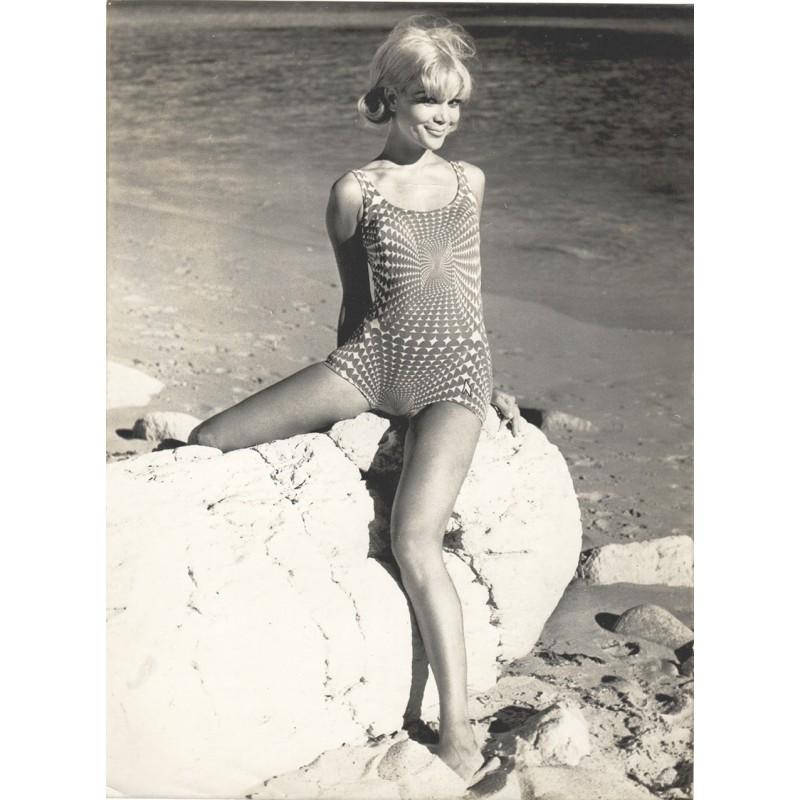 Op-Art .. in der Bade-Modewelt 1967. Original Fotografie. Vintage print