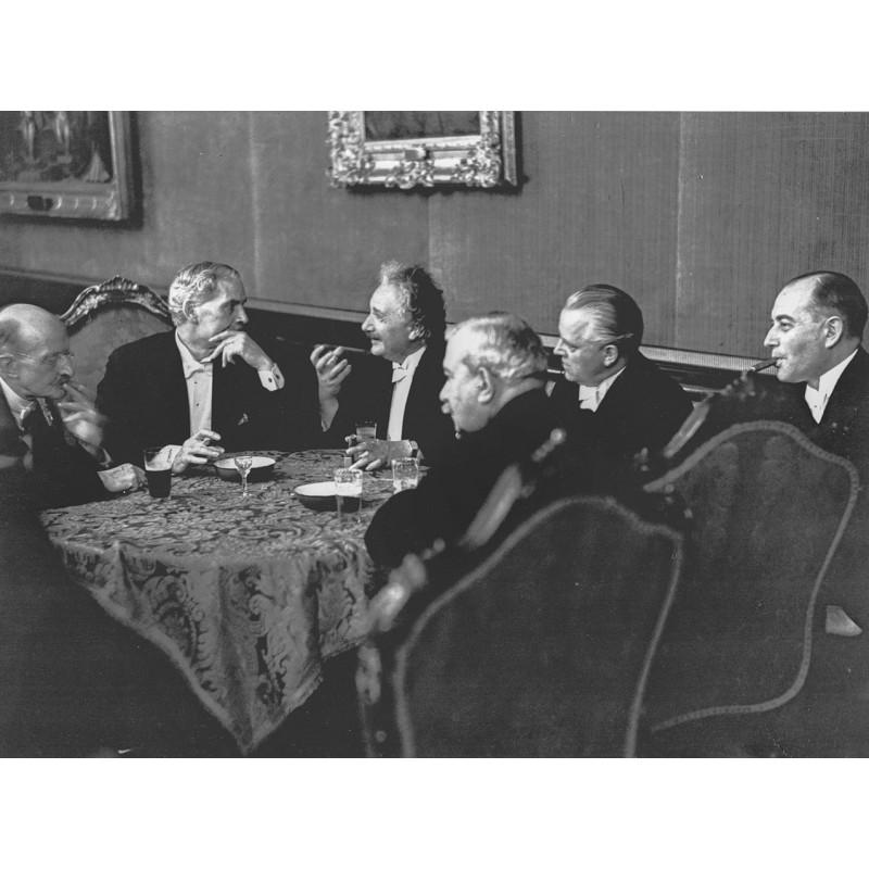 SALOMON, Dr. Erich: Albert Einstein im Gespräch. Berlin, 1931. Original Fotografie