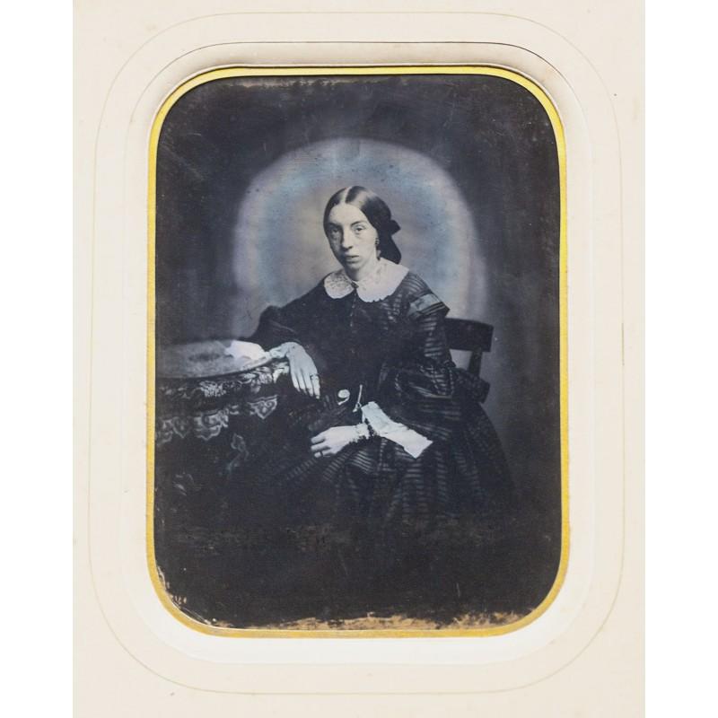 Grossformatige AMBOTYPIE: Bildnis einer jungen Frau (ca. 1860)