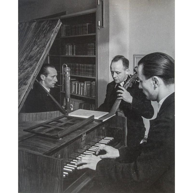 Bauern bei der Hausmusik. Grossformatige Original-Fotografie (1940er Jahre)
