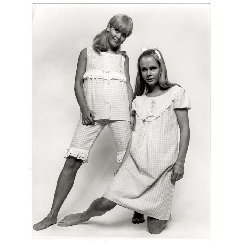 Fashion photography:F.C. GUNDLACH:Sleepwear for women.Original photography (1967)