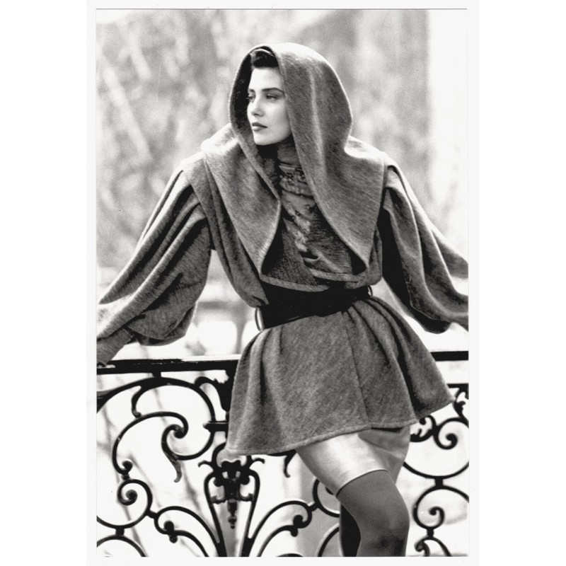 Fashion photography: Guy MARTINEAU: Veste longue a capuche.Original photo (1987)