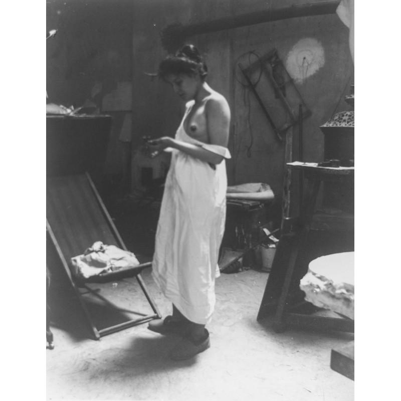 ZILLE, Heinrich: Aktstudie: Beim Auskleiden. Original-Fotografie (1901 - Abzug von 1999)